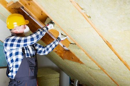 Qui doit prendre en charge les travaux de rénovation énergétique dans le cadre d'une location immobilière ?
